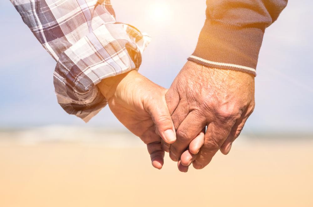 Auch eine in die Jahre gekommene Beziehung kann durchaus wieder belebt werden, wenn man denn nur möchte. Bildquelle: © Shutterstock.com