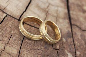 """""""Goldene Ehepaare"""" schauen auf eine 50 Jahre anhaltende Ehe zurück. Bildquelle: Shutterstock.com"""