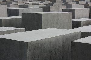 Bis heute soll das Mahnmal in Berlin an die Millionen Menschen erinnern die dem Holocaust der Nazis zum Opfer fielen. Bildquelle: pixabay.de