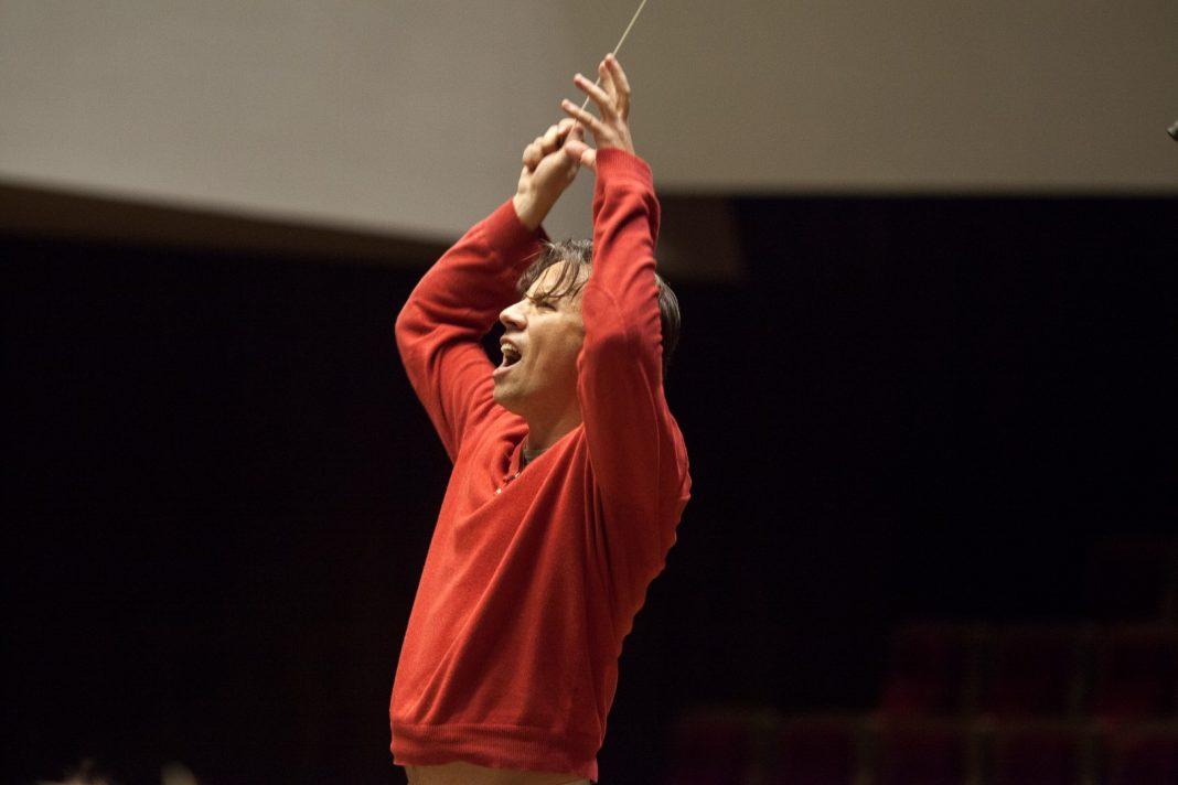Kristjan Järvi wuchs mit Musik auf und mischt heute in seiner Arbeit als Dirigent verschiedenste Stile. Bildquelle: Franck Ferville