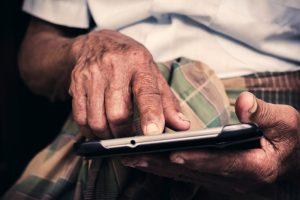 Die Mobilität spielt im Alter eine zunehmend wichtigere Rolle und ist keine Selbstverständlichkeit mehr. Bildquelle: Shutterstock.com