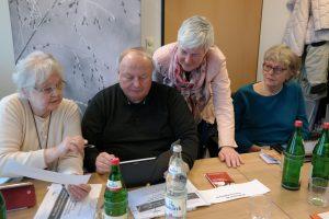 """Der Hamburger Verein """"Wege aus der Einsamkeit"""" will auch älteren Menschen den Umgang mit Smartphone und Co. beibringen. Bildquelle: wegeausdereinsamkeit.de"""