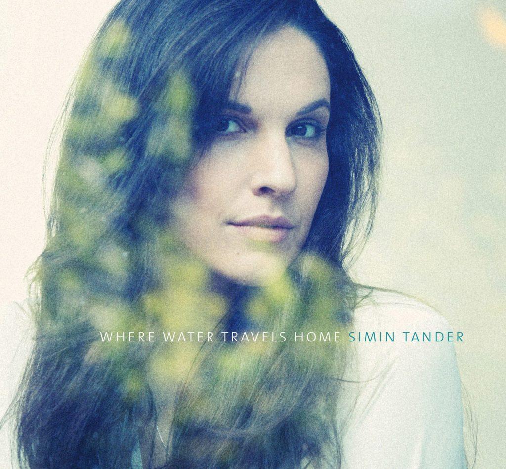 """Das neuese Album """"Where Water Travels Home"""" ist von ihren deutsch-Afghanischen Wurzel geprägt. Bildquelle: Simin Tander"""