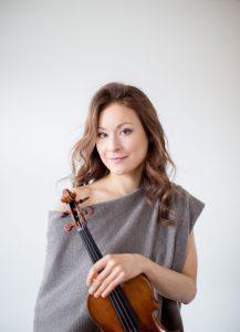 Die Volinistin Arabella Steinbacher will mit ihrer Musik Flüchtlingen helfen und organisiert ein Benefizkonzert. Bildquelle: peterrigaud.com