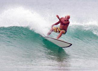 Surfen ist keine Frage des Alters. Bildquelle: ChameleonsEye/Shutterstock.com