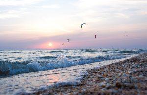 Kitesurfen ist inzwischen in jeder Altersklasse beliebt. Bildquelle: Pixabay.de