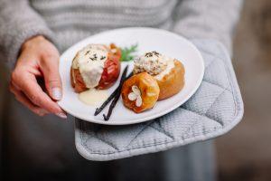 Porridge mal anders: Mit Bratapfel schmeckt der Haferschleim besonders im Winter. Quelle: Victor Strasse - mymuesli.com