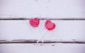 Obwohl ihm des Öfteren kommerzielle Zwecke vorgeworfen werden hat der Valentinstag eine lange Tradition. Quelle: pixabay.de