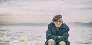 Lange war unklar woher das Gedicht über den griesgrämigen alten Mann stammt. Bildquelle: pixabay.de