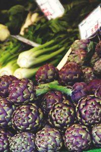 Besonders die violetten Artischocken sind sehr zart im Geschmack. Quelle: pixabay.de