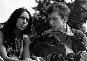 Joan Baez lernte Bob Dylan 1961 kennen und lieben. Bildquelle: pixabay.de