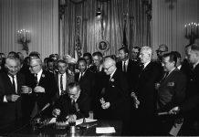 Martin Luther King jr. setzte sich entschieden für das Ende der amerikanischen Rassentrennung ein. Bildquelle: pixabay.de