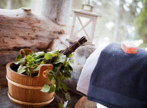 Aufgüsse können in der unterschiedlichsten Form gemacht werden und somit dem jeweiligen Saunagang eine ganz eigene Note geben. Bildquelle: shutterstock.com