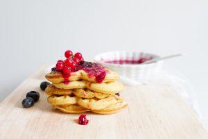 Der Ursprung des Brauchs ist strittig, doch traditionell werden sie am Tag der Waffel mit süßem Kompott verzehrt. Quelle: pixabay.de