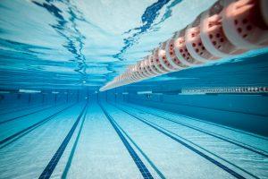 Ab Mai eröffnen die Freibäder wieder und laden zum Schwimmen an der frischen Luft ein. Bildquelle: Shutterstock.com