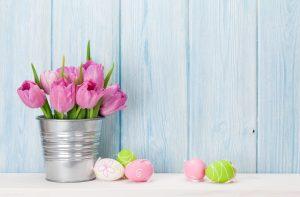 Bunte Blumen lassen darüber hinaus eine tolle Osterstimmung entstehen. Bildquelle: Shutterstock.com