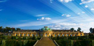 Das Schloss Sanssouci in Potsdam lässt sich leicht mit einem Hauptstadtbesuch verbinden. Bildquelle: Pixabay.de