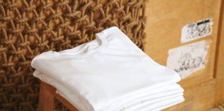 Karo, Streifen, Muster oder doch einfach schlicht weiß? Welches T-Shirt in dieser Saison das Richtige ist, erfahren Sie hier. Bildquelle: shutterstock.com
