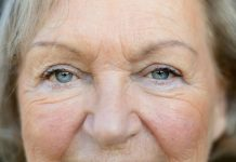 Auch die reifere Haut freut sich über eine gute Pflege! Bildquelle: Shutterstock.com