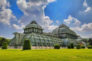 Auch das imposante Gewächshaus im Garten des Wiener Schloss Schönbrunn ist einen Besuch wert. Bildquelle: pixabay.de