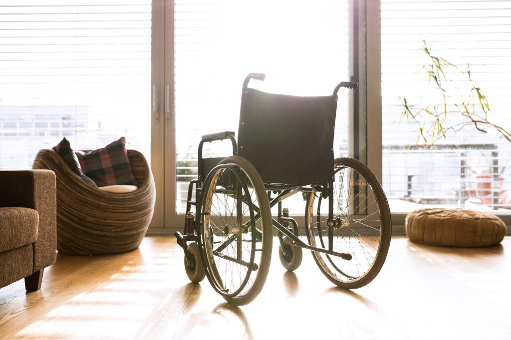 Barrierefreies Wohnen, dazu gehört je nach Einschränkung auch ein Treppenlift. Bildquelle: © Fotolia.com