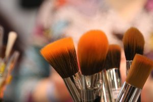 Gute Pinsel sind für ein gelungenes Make-up unerlässlich. Bildquelle: Pixabay.de