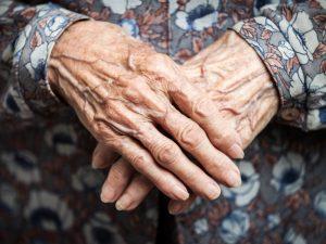 Wie bringt man wieder Schwung in müde Hände? Bildquelle: shutterstock.com