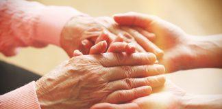 Gepflegte Hände auch im Alter - unser Themenspecial! Bildquelle: shutterstock.com