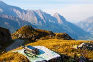 Ein Globales Positionsbestimmungssystem oder GPS hilft sich in der Natur zu orientieren. Das kann besonders in der freien Natur sehr hilfreich sein! Bildquelle: shutterstock.com