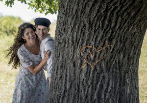 Die Geschichte der Liebe: Ewige Liebe: Das Schicksal trennt Alma (Gemma Arterton) und Leo (Mark Rendall) voneinander. Quelle: © 2017 PROKINO Filmverleih GmbH