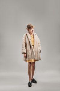 Der Mini kann auch im fortgeschrittenen Alter durchaus eine tolle Variante sein. Denken Sie nur an die Präsidentengattin Brigitte Macron. Bildquelle: shutterstock.com