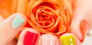 Welche die richtige Nagellackfarbe für Sie ist, verrät Ihnen unsere Beauty-Expertin. Bildquelle: shutterstock.com