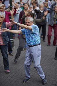 Machen Sie mit und geben Sie dem Alter ein neues Gesicht - beim Seniorenflashmob! Bildquelle: ©binebellmann