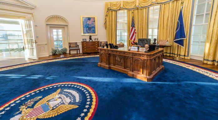 Wie das Oval Office befindet sich der Situation Room im Weißen Haus in Wahington DC. Bildquelle: shutterstock.com
