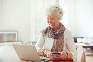 Fühlen Sie sich manchmal unsicher dabei Ihre Kontoinformationen beim bezahlen im Internet zu verwenden? Online Bezahlsysteme bieten dabei häufig zusätzliche Sicherheit. Bildquelle: shutterstock.com