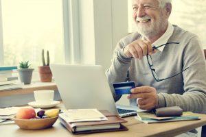 Wer im Onlineshop einkauft bekommt die Sachen oft sogar umsonst nach Hause geliefert. Bildquelle: Shutterstock.com