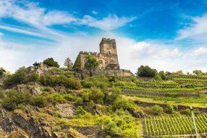 Für schöne Wanderungen muss man nicht unbedingt in die Berge: Schloss Gutenfels im Rheintal bietet ein wunderschönes Ziel. Bildquelle: shutterstock.com