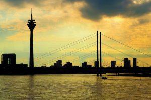 Ein schöner Blick am Abend auf die Skyline von Düsseldorf. Bildquelle: Pixabay.de