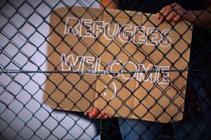 """""""Refugees Welcome"""" steht für Offenheit und Unterstützung den Geflüchteten gegenüber. Bildquelle: Pixabay.com"""