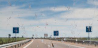 Erinnern Sie sich noch an die Zeiten als man auf der Autobahn zwischendurch mal die Windschutzscheibe reinigen musste? Bildquelle: shutterstock.com