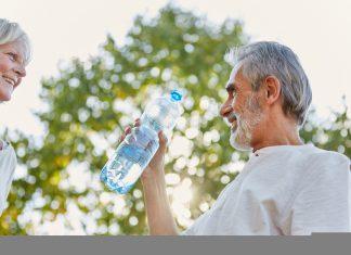Um die grauen Zellen auch im Sommer fit zu halten, braucht es einen kühlen Kopf. Bildquelle: shutterstock.com