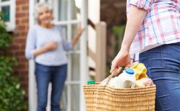 In den Niederlanden wird die Nachbarschaftshilfe zunehmend höher angesiedelt und aktiv unterstützt. Bildquelle: shutterstock.com