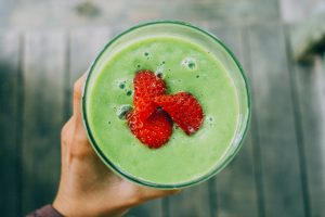Ein Smoothie ist die reine Vitaminbombe und ersetzt auch gern mal eine Mahlzeit. Bildquelle: Pixabay