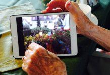 Computer oder Tablet - Brigitte Würtz bewegt sich auch mit 98 Jahren sicher in der digitalen Welt. Bildquelle: 59plus GmbH