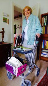 Mobilität bedeutet für Brigitte Würtz alles. Und wenn die Knochen nicht mehr so wollen, dann hilft der Rollator. Bildquelle: 59plus GmbH