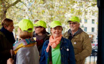 Ursprünglich als Kappe für das Organisationsteam gedacht, soll die Seniorenflashmob-Kappe nun die Welt entdecken. Bildquelle: © Bine Bellmann