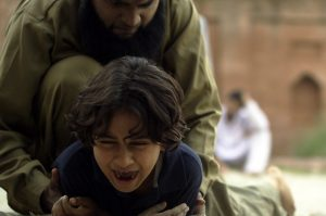 Little Terrors beschreibt die Schrecken des Kinderterrorismus. Quelle: SchröderMedia Handels GmbH.