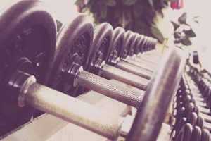 Neben der geistigen Fitness, spielt auch die körperliche Fitness eine große Rolle für das Wohlbefinden im Alter. Bildquelle: Pixabay.de