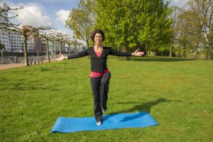 Gleichgewichtsübungen stärken unsere Konzentration und Koordination. Bildquelle: 59plus GmbH