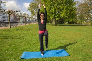 In der Übung 3 unserer Sportreihe dreht sich alles um das gleichgewicht. Bildquelle: 59plus GmbH
